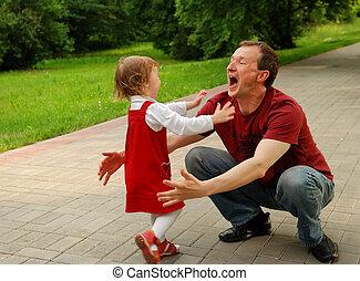 거의, (father), (daughter), 웃음, 소녀, 노는 것, 남자