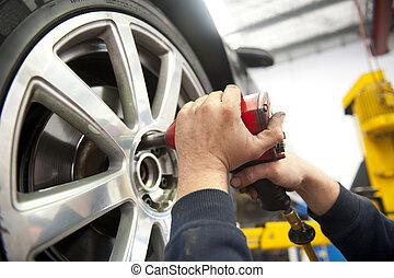 기계공, 타이어, 서비스