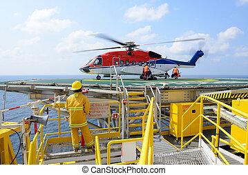 기름, 짐싣기, 승객, 의장, 장교, 플랫폼, 헬리콥터, 상륙, 바람난 여자