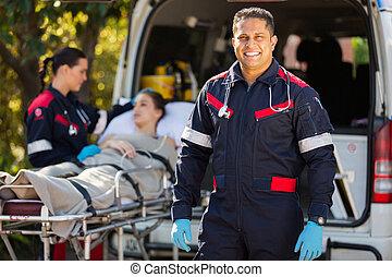동료, 구조 대원, 환자, 배경