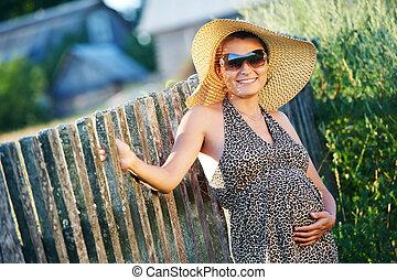 들판, 미소 여자, 임신하고 있다