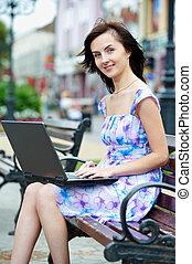 미소 여자, 휴대용 퍼스널 컴퓨터