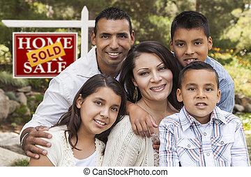 부동산, 가족, 팔렸던 표시, hispanic하다, 정면