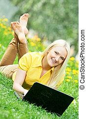 소녀, 휴대용 퍼스널 컴퓨터, 나이 적은 편의, 학생, 미소