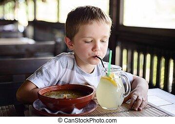 소년, 거의, 레모네이드, 술을 마시는 것, 아이