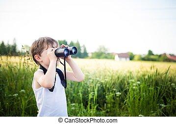 소년, 거의, 복합어를 이루어 ...으로 보이는 사람, 들판, 완전히, 쌍안경