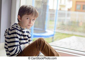 소년, 거의, 착석, 바닥, 창문, 정면