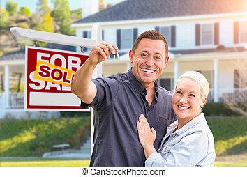 실상의, 아름다운, 재산, 키, 집, 한 쌍, 표시, 정면, 새로운, 팔린다, 행복하다