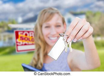 실상의, 여자, 재산, 키, 집, 팔렸던 표시, 보유, 공백, 정면, 새로운, home., 카드
