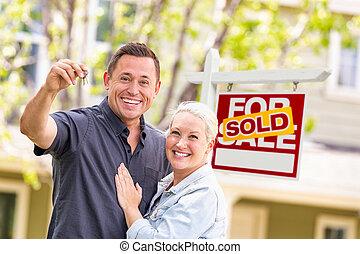 실상의, 코카서스 사람, 재산, 키, 집, 한 쌍, 표시, 정면, 팔린다