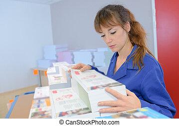 여자, 검사, 집, 인쇄, 새로운, 문서
