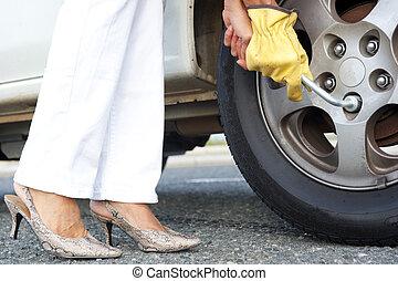 여자, 차, 타이어, 작고 보기 어리석은 사람