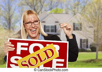 여자, 키, 집, 팔렸던 표시, 정면
