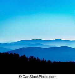 푸른 산등성이, 전망