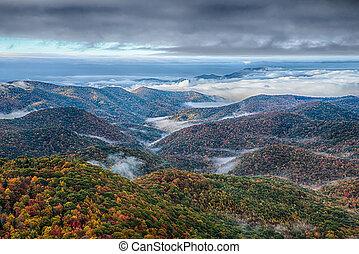 푸른 산, 이랑, 무대의, 국립 공원, 가을, 해돋이, 공원도로, 조경술을 써서 녹화하다