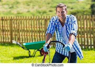 행복하다, 잔디밭 채초, 남자