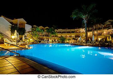 호텔 수영장, 밤