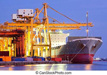 화물선, 산업의, 컨테이너