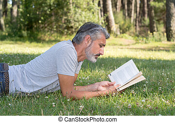 lyingsitting, 풀, 책, 사람 독서